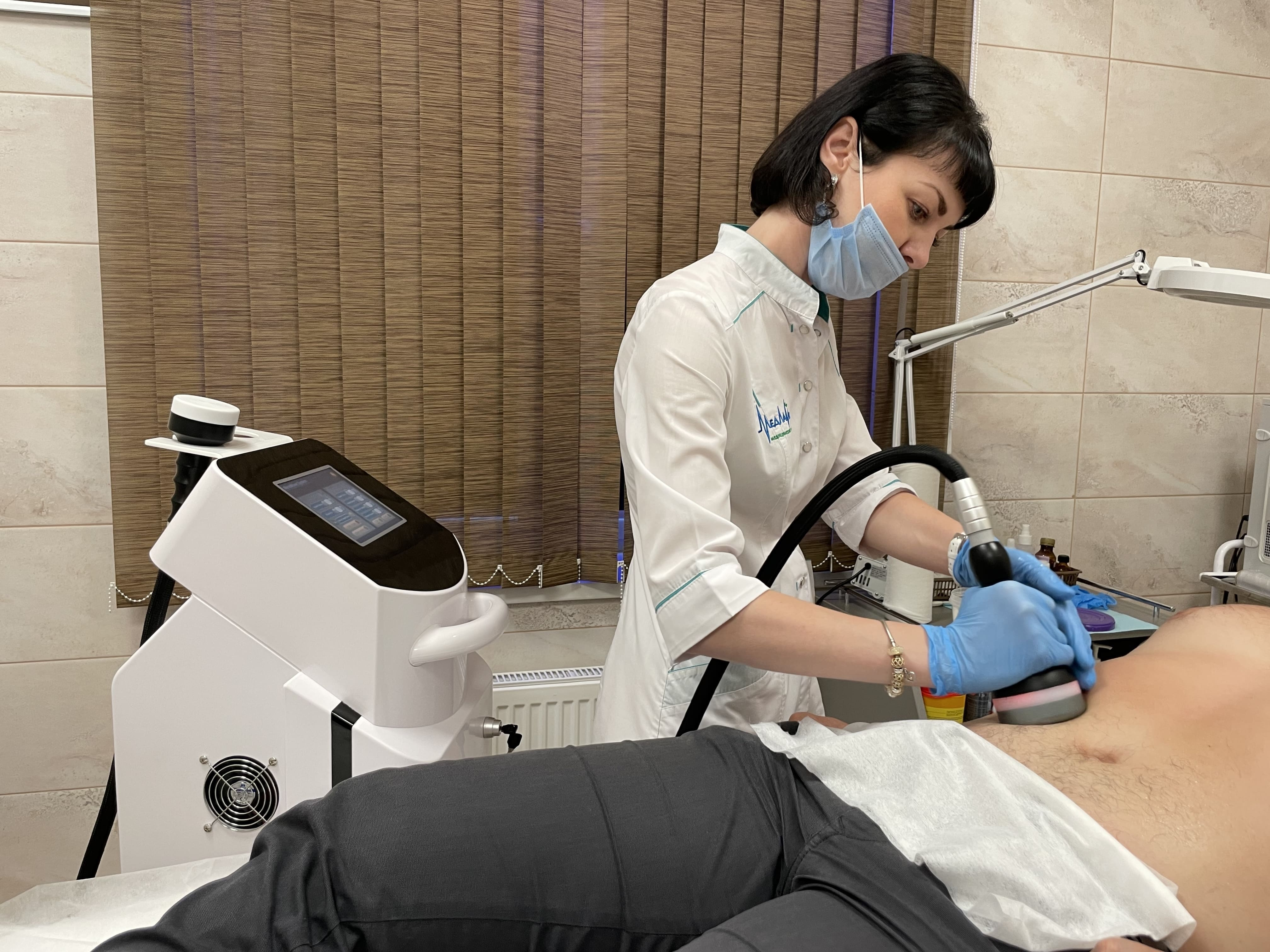 Коррекция фигуры и подтяжка кожи с использованием аппарата Microwave в Санкт-Петербурге в клинике «МедЛайн»